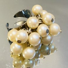 Large adjustable ring with glass pearls – £12.50